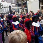 Zwarte Pieten bij intocht